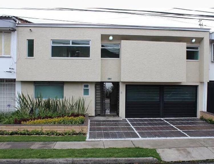 Casa En Arriendo En Bogota Polo Club Cod. ABISA1108