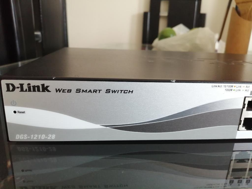 Switch de Datos D-link de 24 Puertos