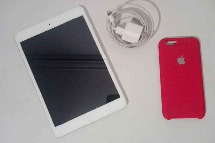 iPad Mini 16GB Más Estuche de iPhone 6/6s Opcional