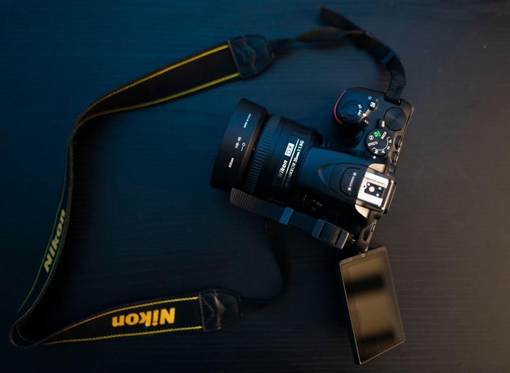 Vendo cámara DSLR Nikon D Táctil wifi Casi nueva y muy
