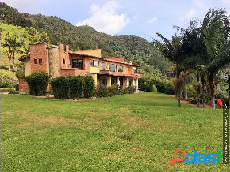 Casa en venta en Envigado Alto de las Palmas