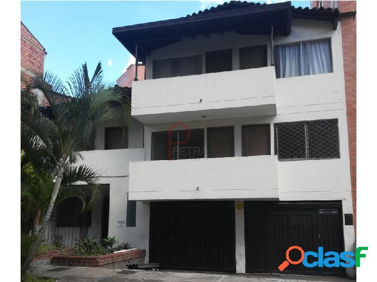 Casa en venta por el sector Belen Alameda