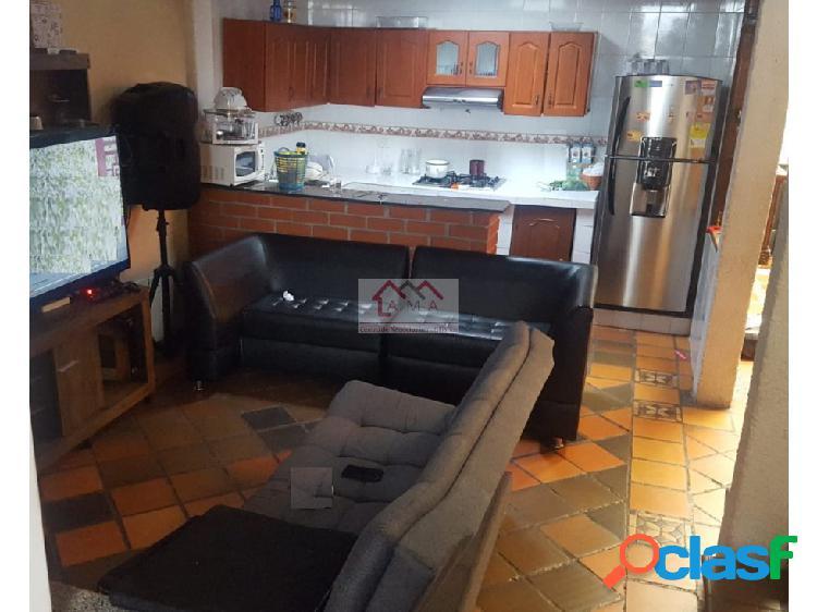 Venta/Permuta casa en el barrio Las Acacias