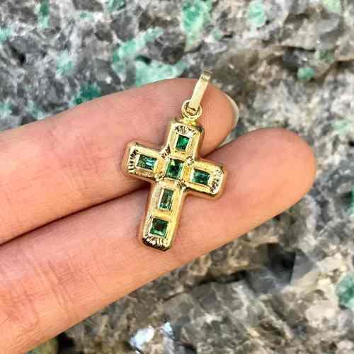 Cruz De Oro 18k Italiano Con Esmeralda Natural