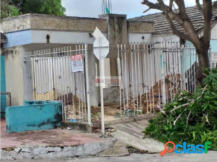 Casa lote en venta El Carmen Barranquilla.