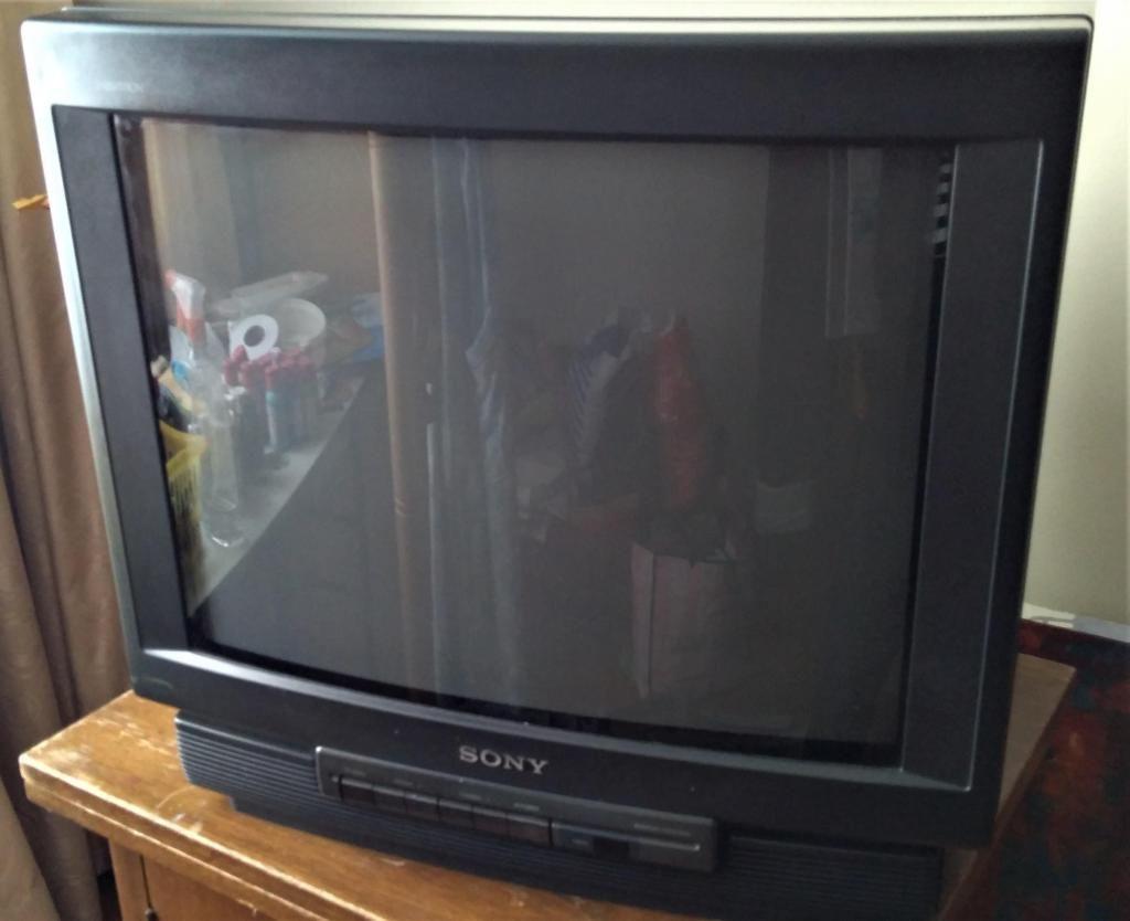 """TELEVISOR SONY 21"""" CONVENCIONAL CON CONTROL ORIGINAL."""