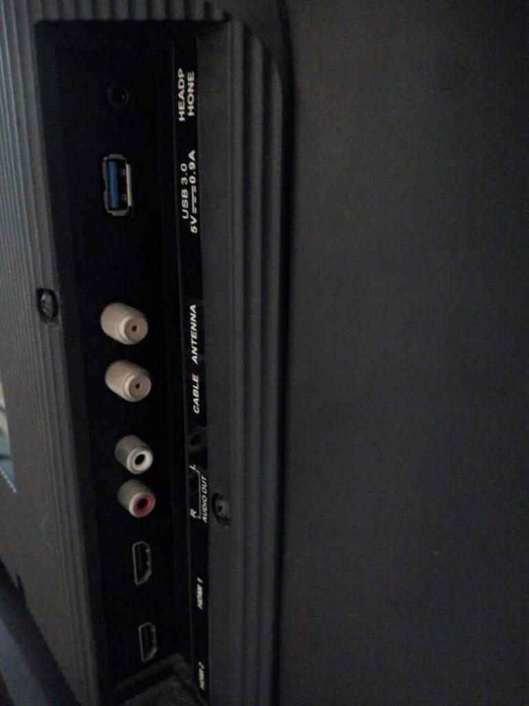 TV kalley 43 pulgadas,pantalla partida, sirve para repuestos