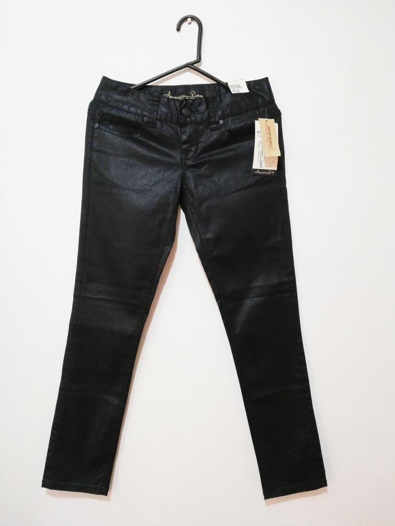 Pantalón nuevo American Rag. Negro con brillo leve.