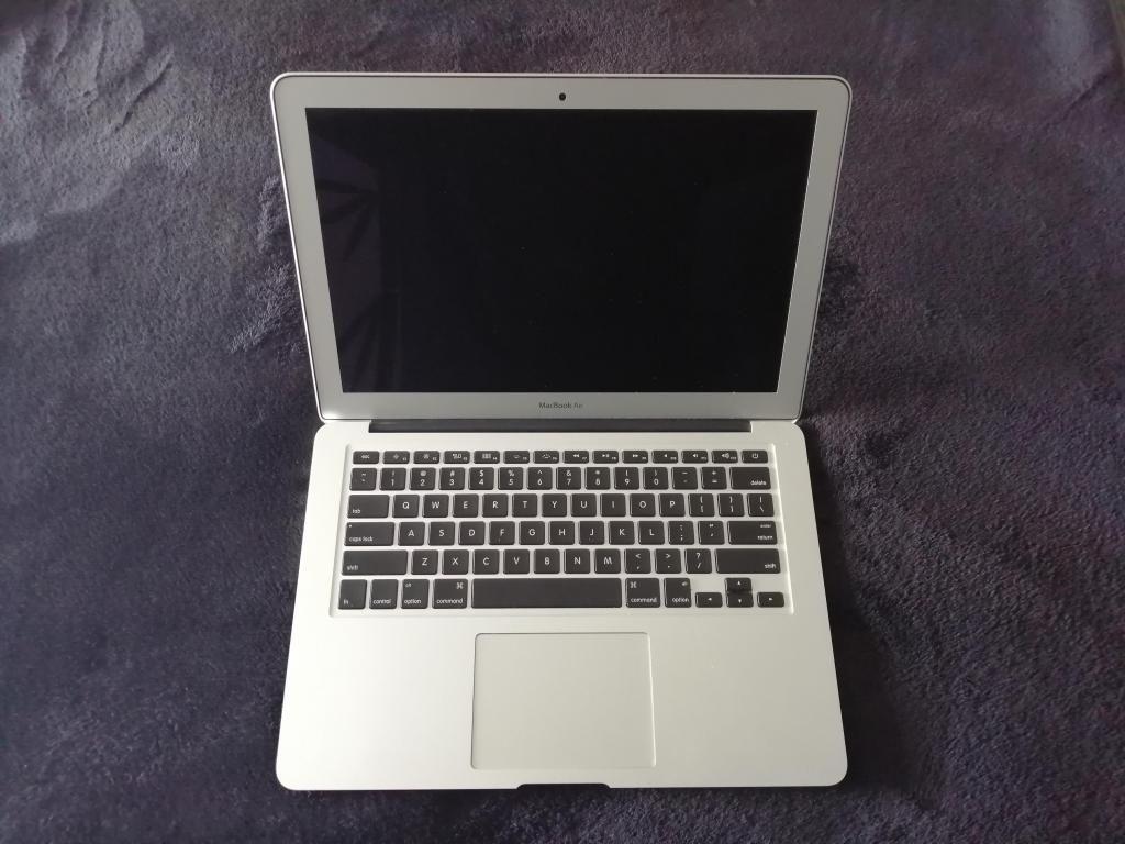 MacBook Air (13 Inch) Intel Core i5 1.8 GHz - Ram 4GB-