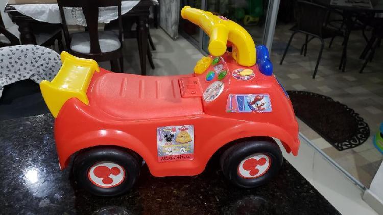 Carro Montable de Mickey Mouse