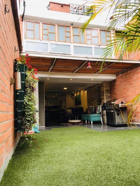 Casa En Venta En Medellin Suramericana Cod. VBBER1169