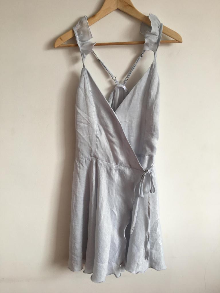 Vestido de seda con boleros en el hombro