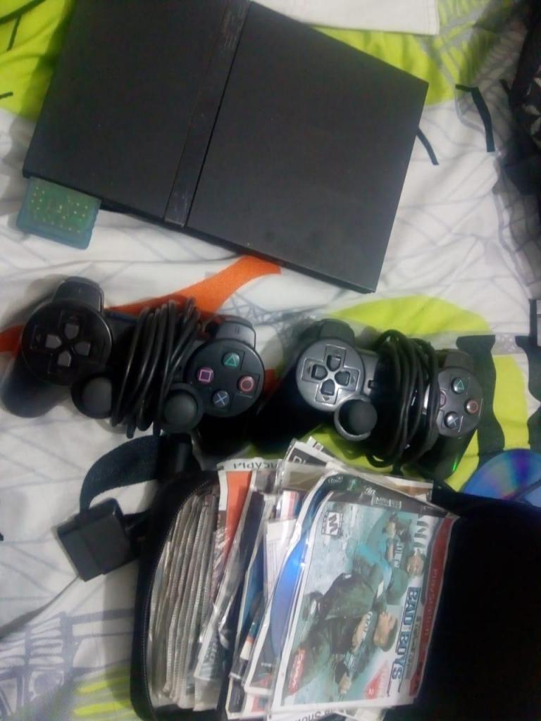 PlayStation 2 Ps2 Dos controles Una memoria de 8 MB y 39