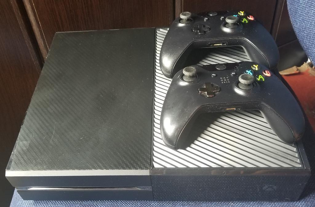 Xbox One de 500gb con 2 Controles