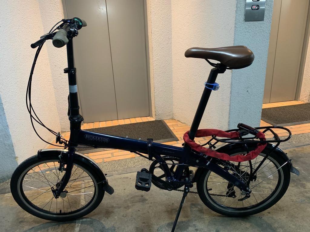 Bicicleta plegable marca Bickerton con cadena de seguridad y