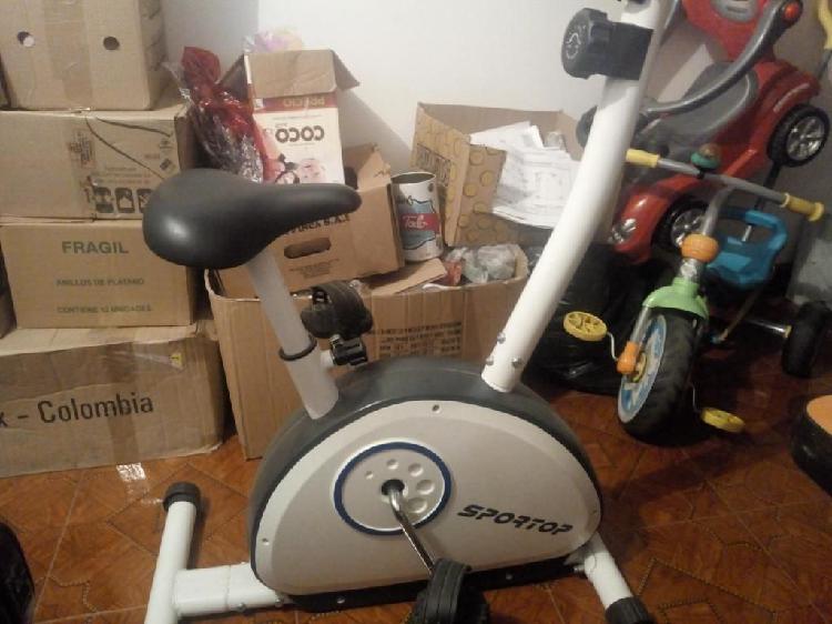 se vende maquina de correr para hacer ejercicio