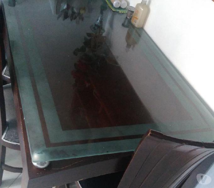 Venta Juego de comedor, mesa, vidrio,6 sillas de madera fina