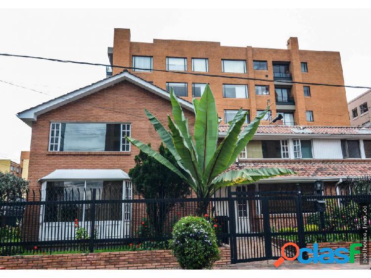 Casa en venta o en arriendo en Chicó Navarra