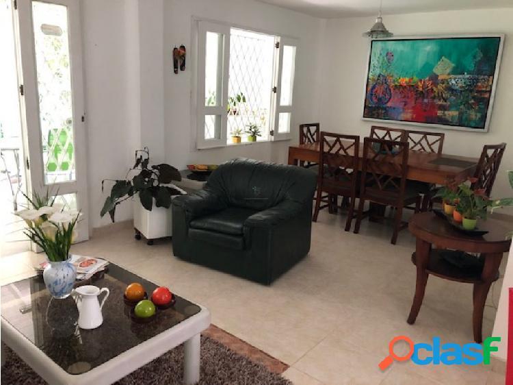 Se vende casa-lote en Medellín, Las Lomas I.