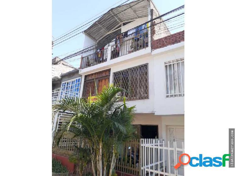 Se vende casa de tres pisos en Ciudad Cordoba