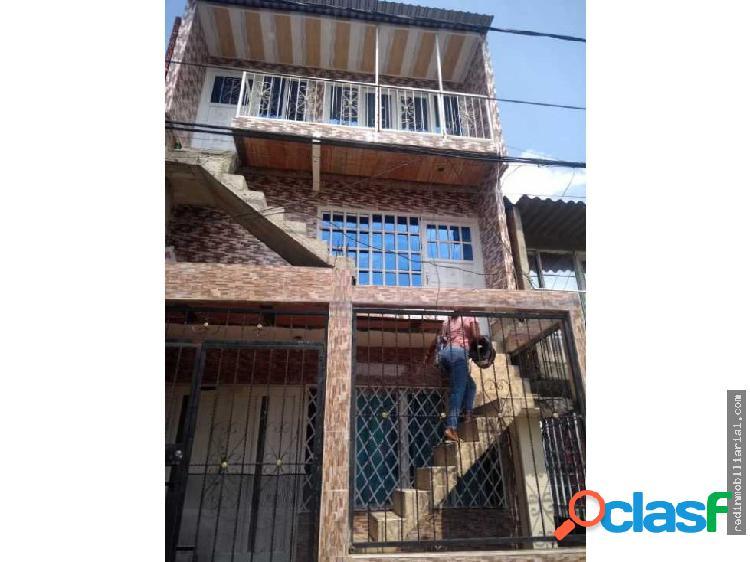 Se vende casa de tres pisos en puertas del sol