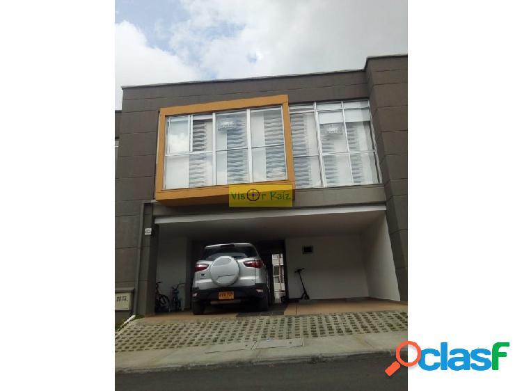 Casa en venta en Unidad cerrada en Marinilla