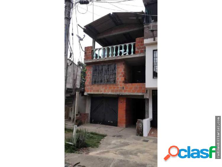 Se vende casa de tres pisos en villa tatiana
