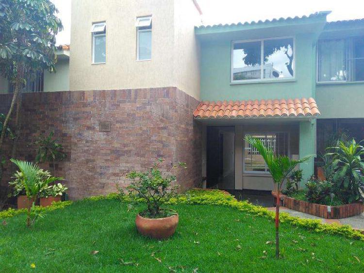Casa En Arriendo En Cali Ciudad Jardín CodABVLZ_2252