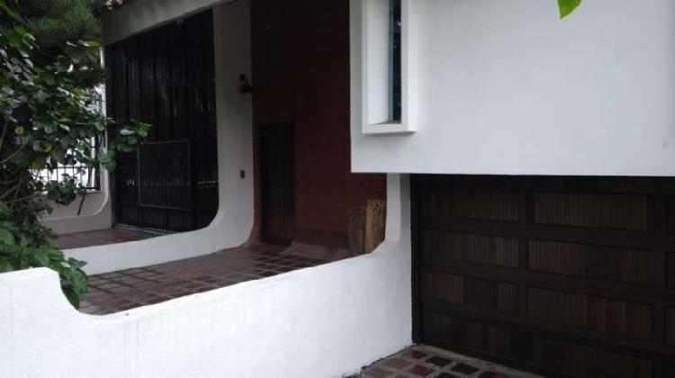 Casa En Venta En Cali Urbanización La Flora CodVBBNC_78829