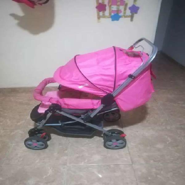 Se vende corral y coche para niña
