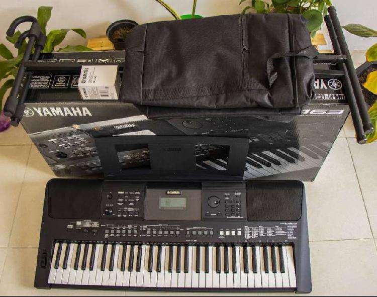 Teclado Piano Yamaha Psr E463 Con Estuche y Base metálica.