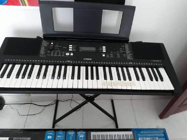Piano Digital Yamaha PSR E363 + BASE