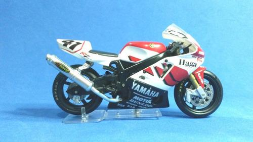 Moto Yamaha R7 2000 Escala 1/24 Marca Ixo / Deagostini