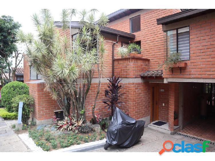 Casa en Venta en Loma de los Bernal Medellin