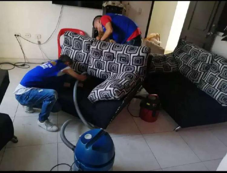 Lavado y desinfección a vapor de muebles