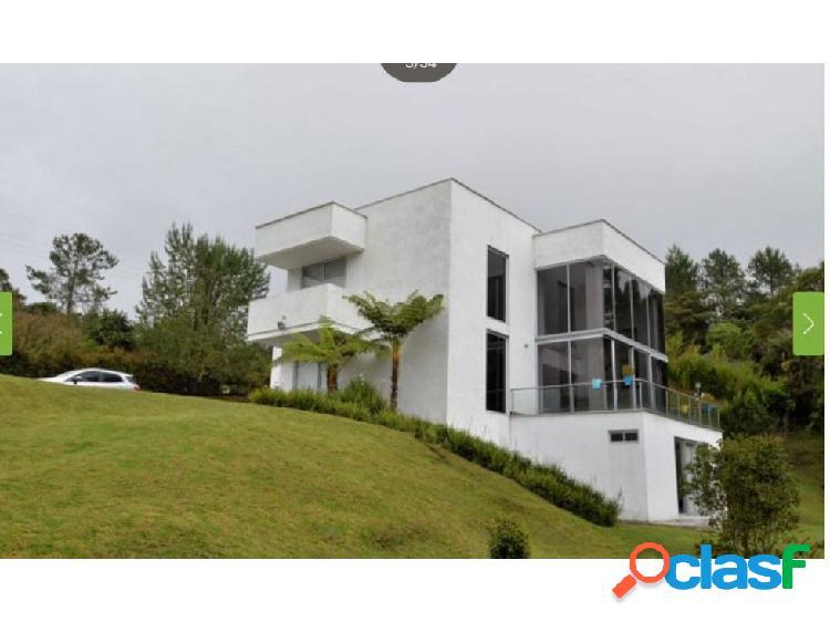Casa en venta en La Loma del Escobero Medellin