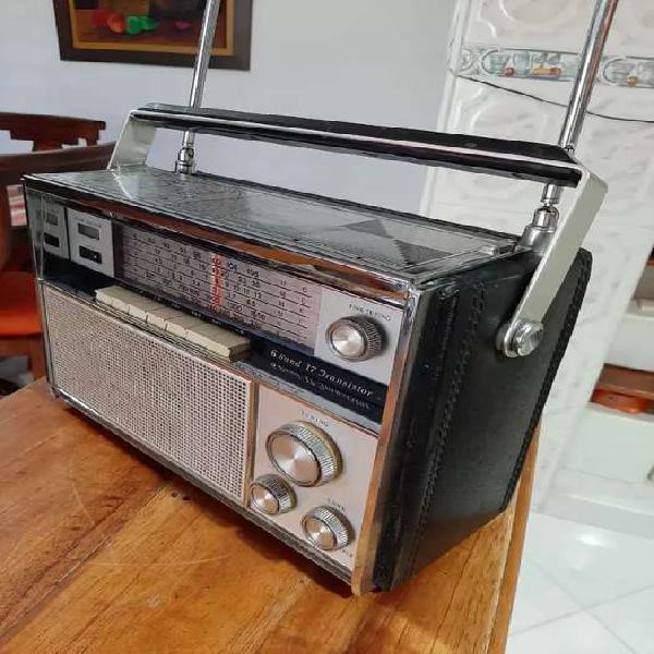 Antiguo radio transistor Wilco (Sanyo). Perfecto