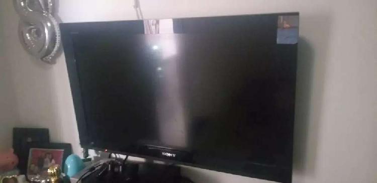 Se vende tv sony 32 con base y blu rey