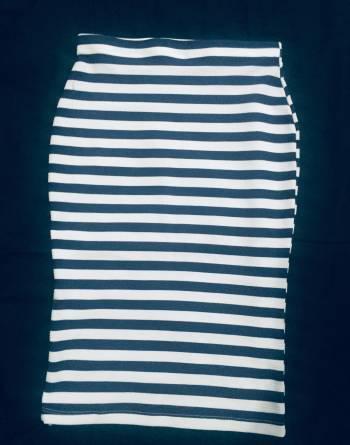 Hermosa falda a rayas tipo tubo