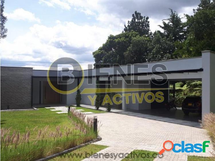 Se renta Casa en Medellin las Palmas