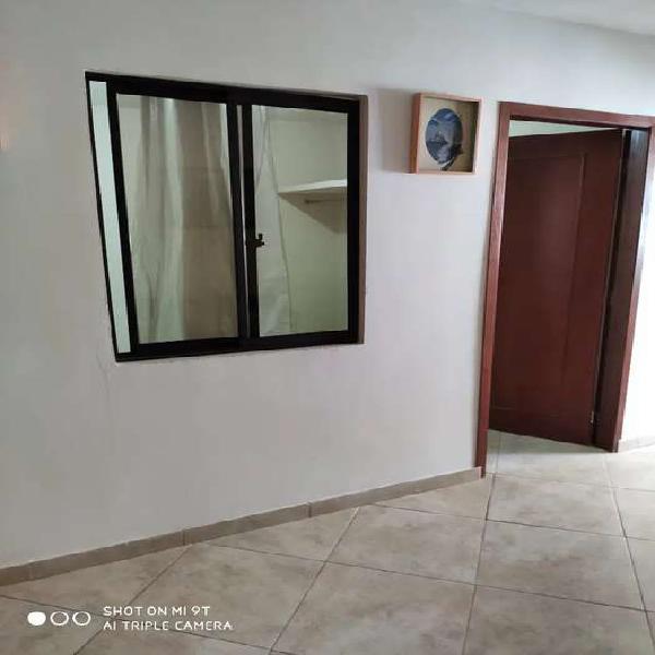 Arriendo habitación persona sola en Lagos tres . Que