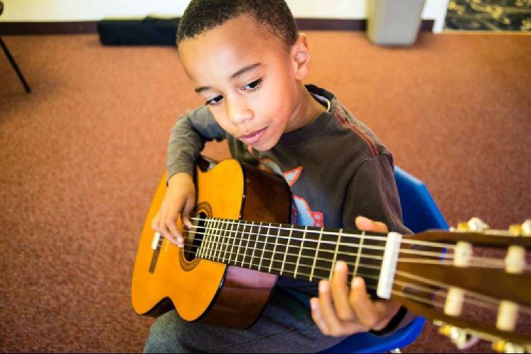 Clases de guitarra online para niños