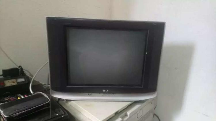 Tv LG 21 pulgadas + base