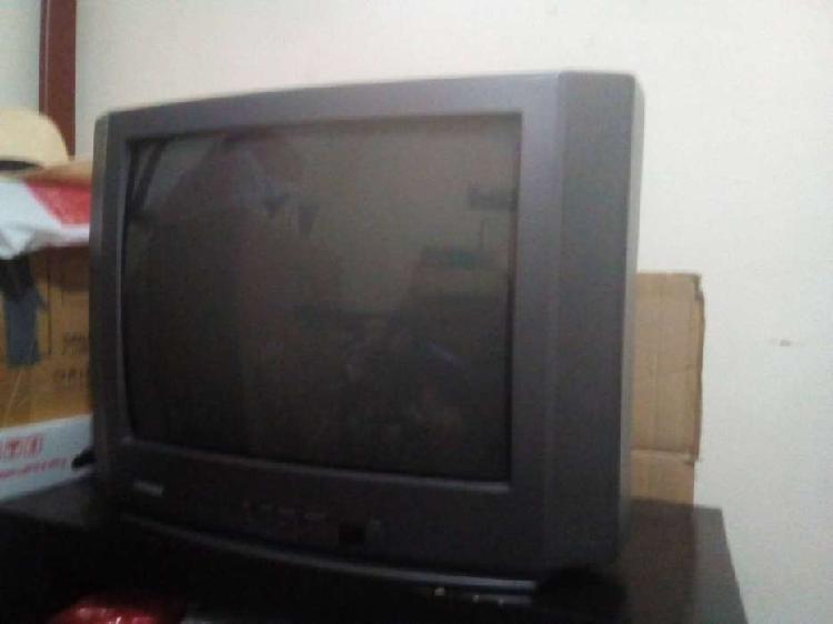 SE VENDE TV A COLOR CARE BOLA MARCA TOSHIBA