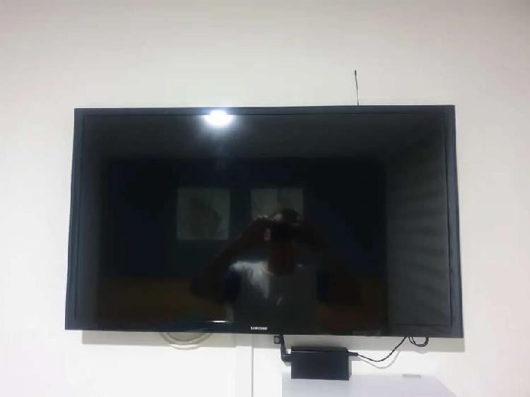TV LED 32 Pulgadas (NO SMART) Samsung + sorte de pared y