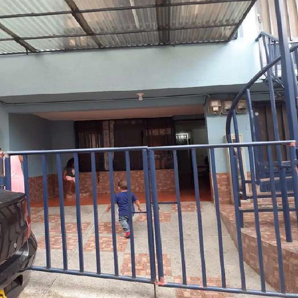 Vendo casa medianera PARQUE INDUSTRIAL 4 pisos