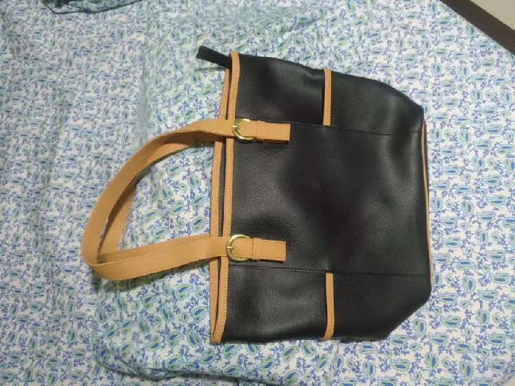 Vendo hermoso bolso negro con cartera