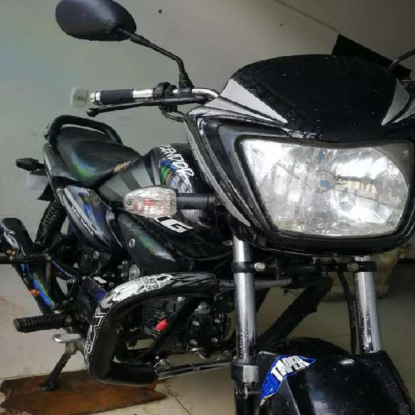 Vendo moto por motivo de viaje en buen estado llamar o wasap