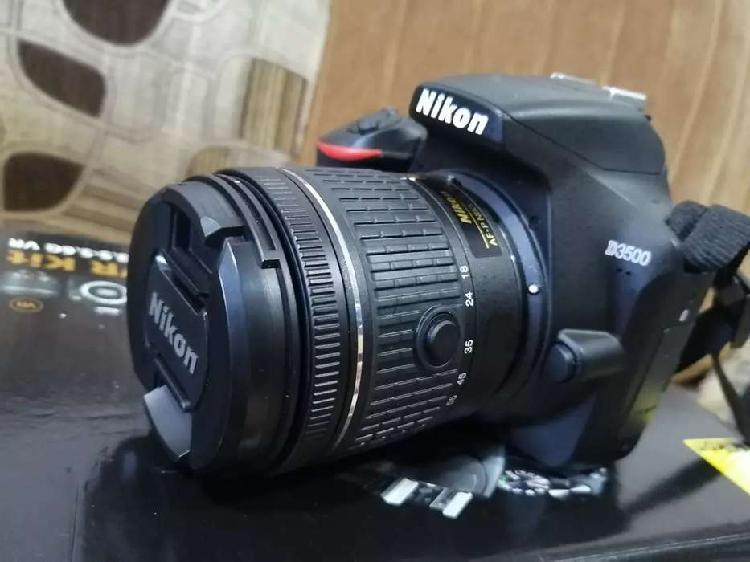 Cámara Nikon D3500 lente 18-55 VR
