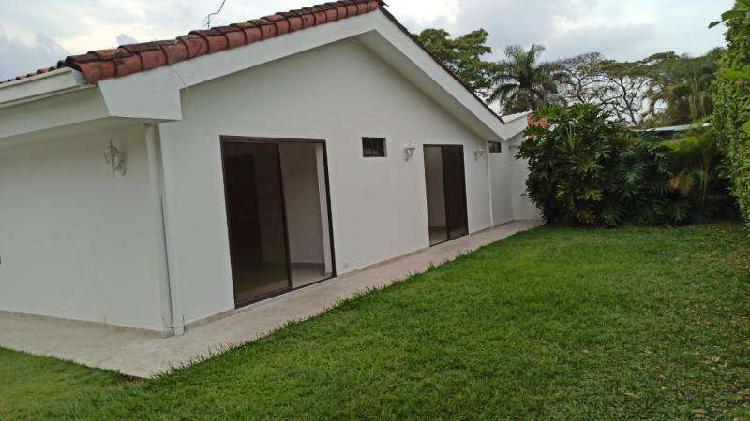 Casa En Venta En Cali Ciudad Jardín CodVBIAA1217